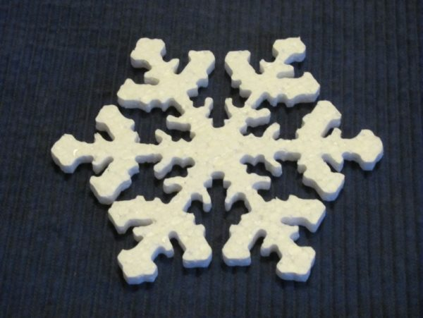 Снежинка которая была создана из пенопласта