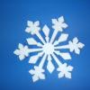 Снежинка сделанная из пенопласта которая выглядит холодно