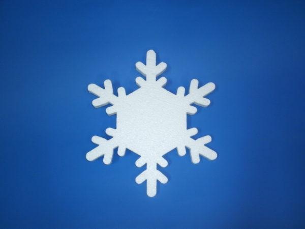 Снежинка которую создали из пенопласта