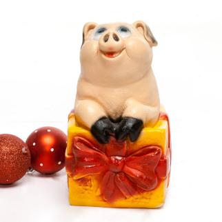 Фигурка свинка в коробке