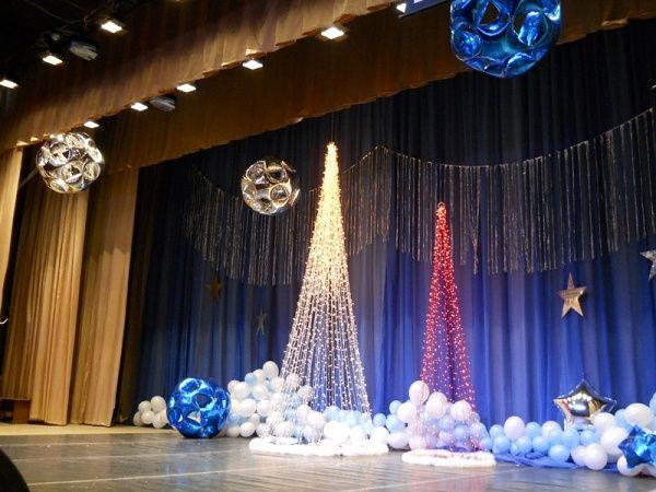 Оформление новогодней сцены из пенопласта